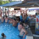 Bar pored rekreativnog bazena